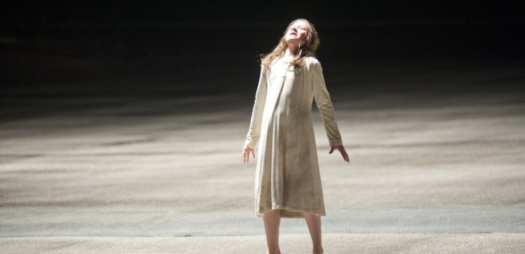 Natasha Calis stars as 'Em' in THE POSSESSION.  Photo credit: Diyah Pera